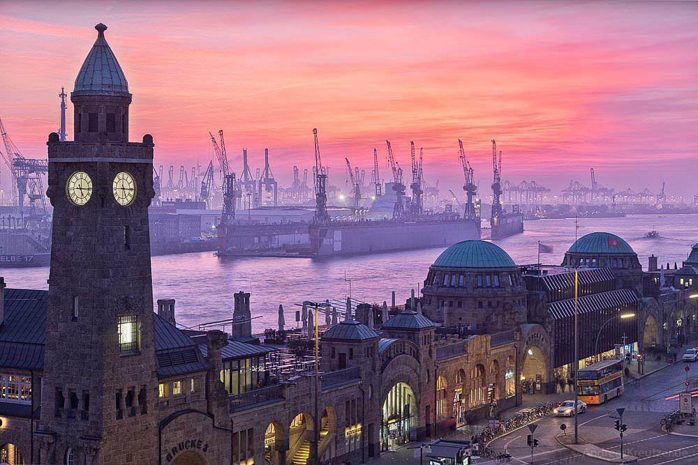 Abenddämmerung am Hafen