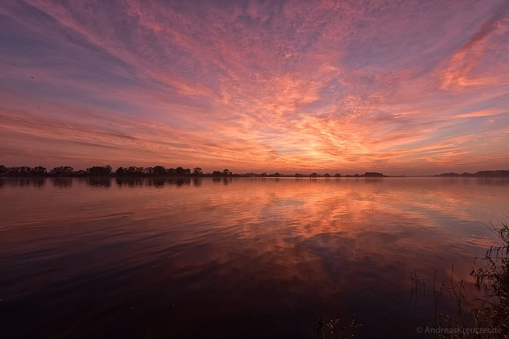 Sonnenuntergang an der Elbe II