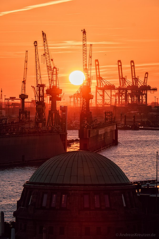Sonnenuntergang am Hamburger Hafen 1602