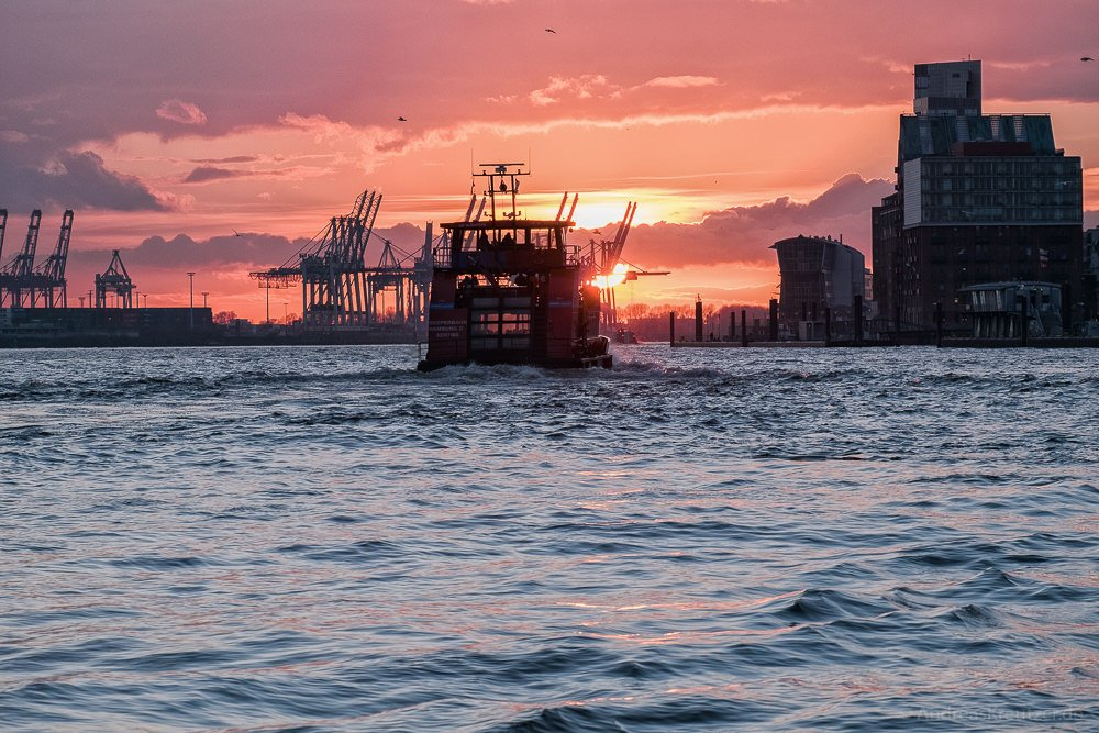 Hafenfähre im Hamburger Hafen