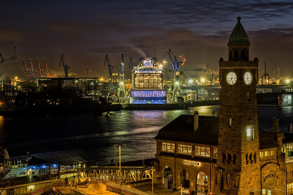 Ovation of the Seas im Dock 17