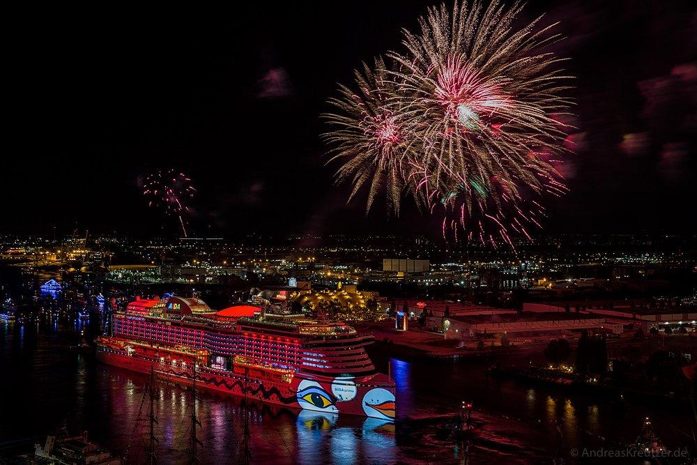 AIDA Feuerwerk am 827. Hafengeburtstag III