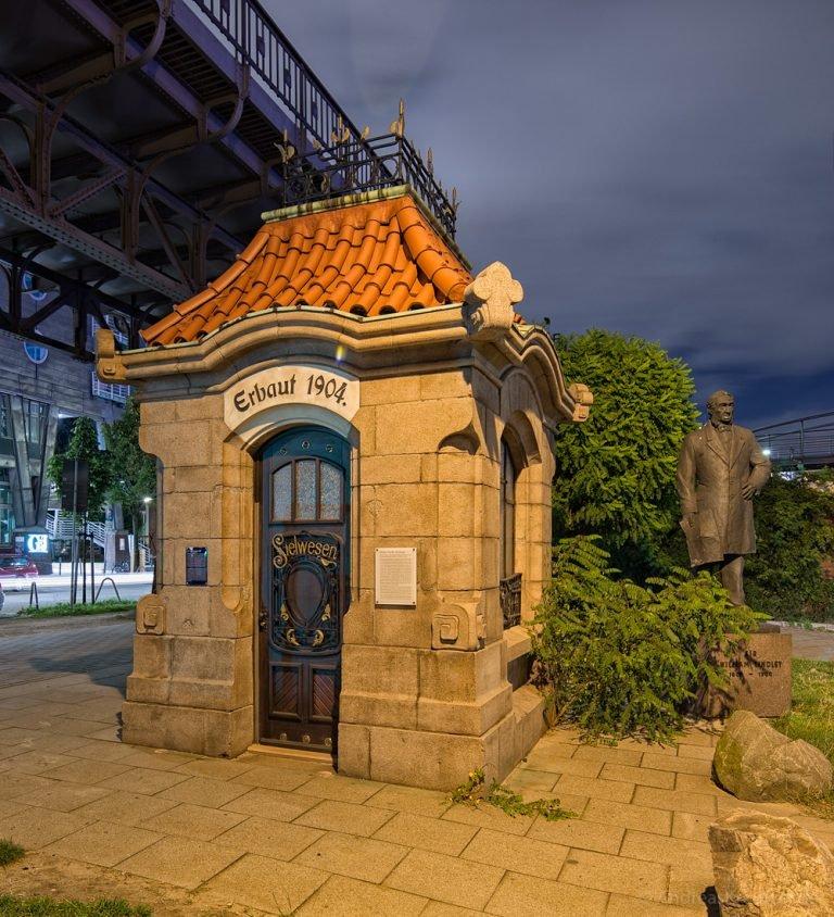 Historischen Sielhäuschen mit William Lindley Denkmal