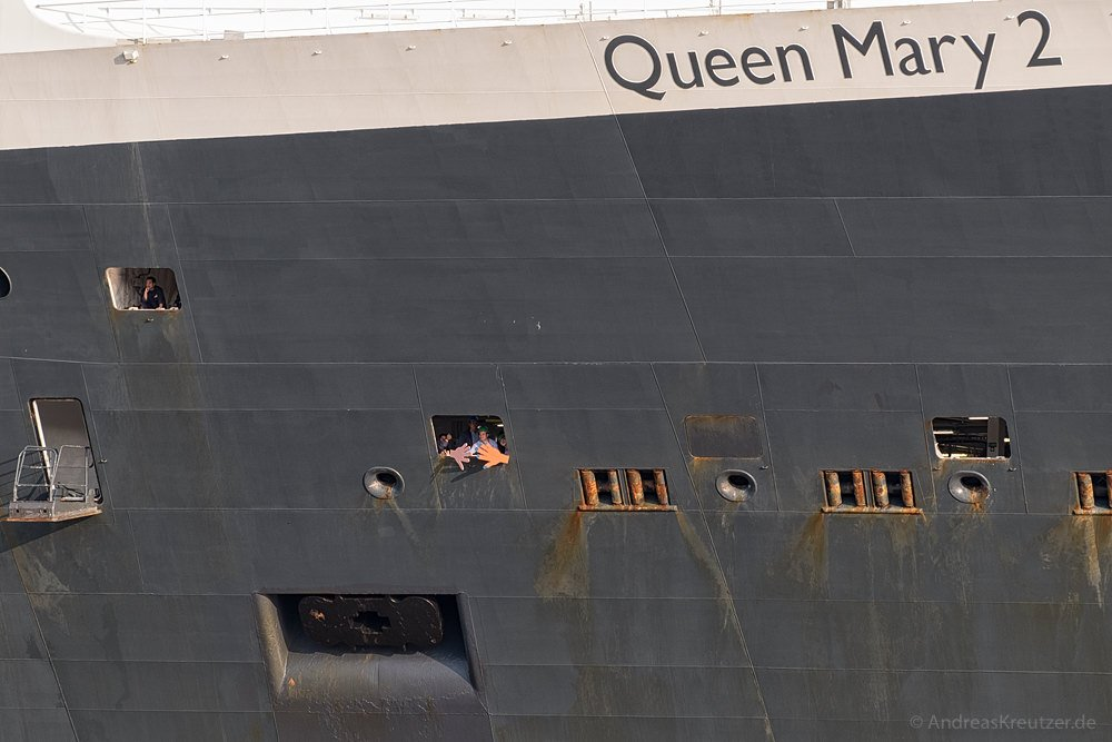 Queen Mary 2 auf dem Weg zum Eindocken IX