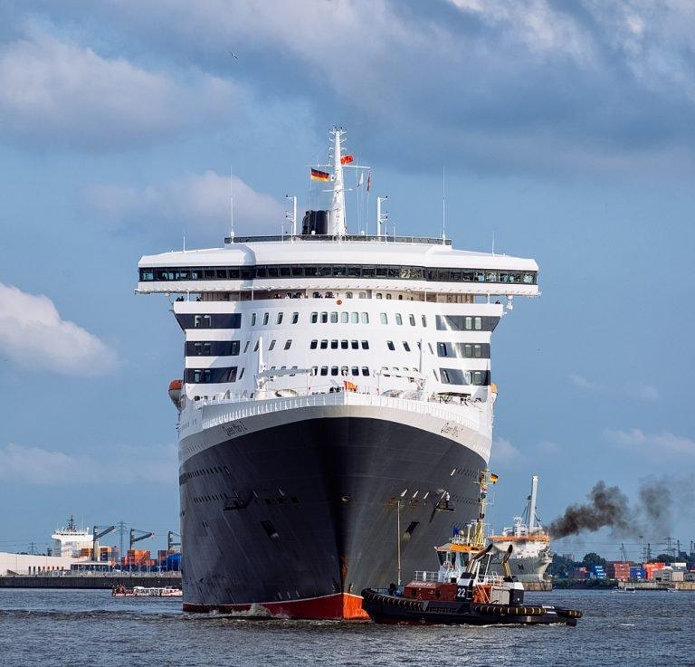 Queen Mary 2 auf dem Weg zum Eindocken VI