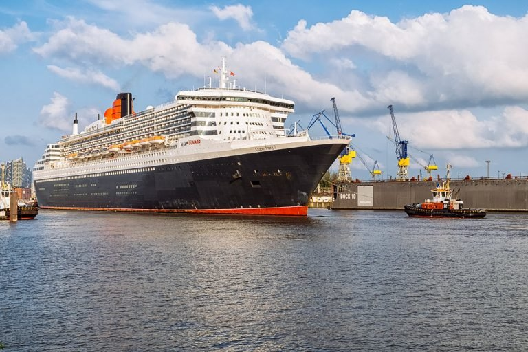 Queen Mary 2 beim Eindocken I