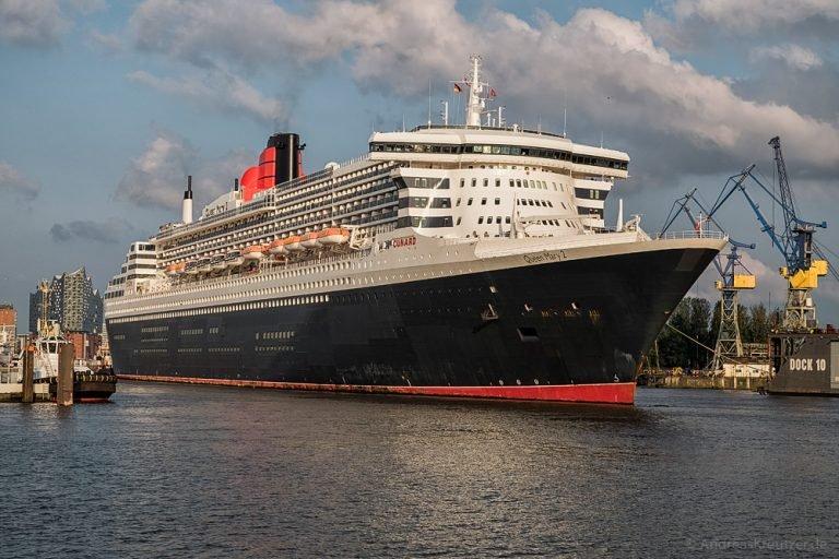 Queen Mary 2 beim Eindocken II