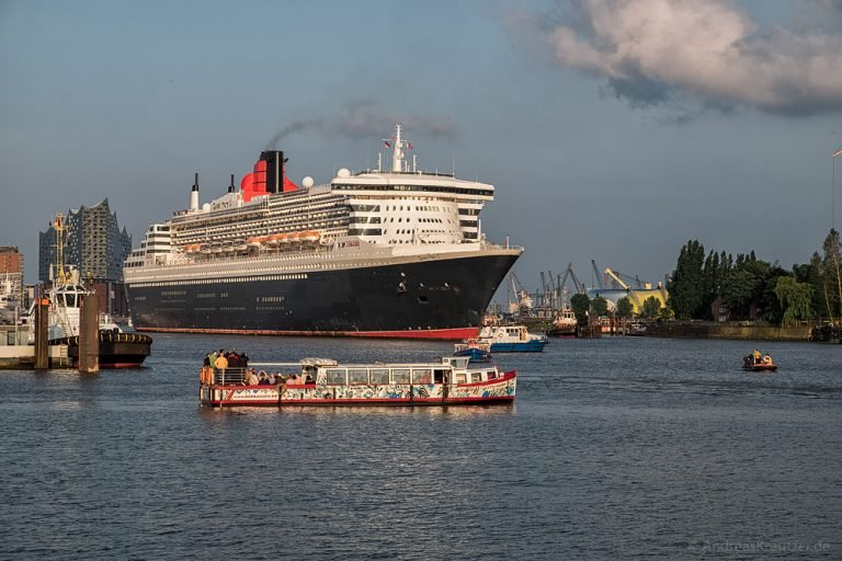 Queen Mary 2 beim Eindocken III