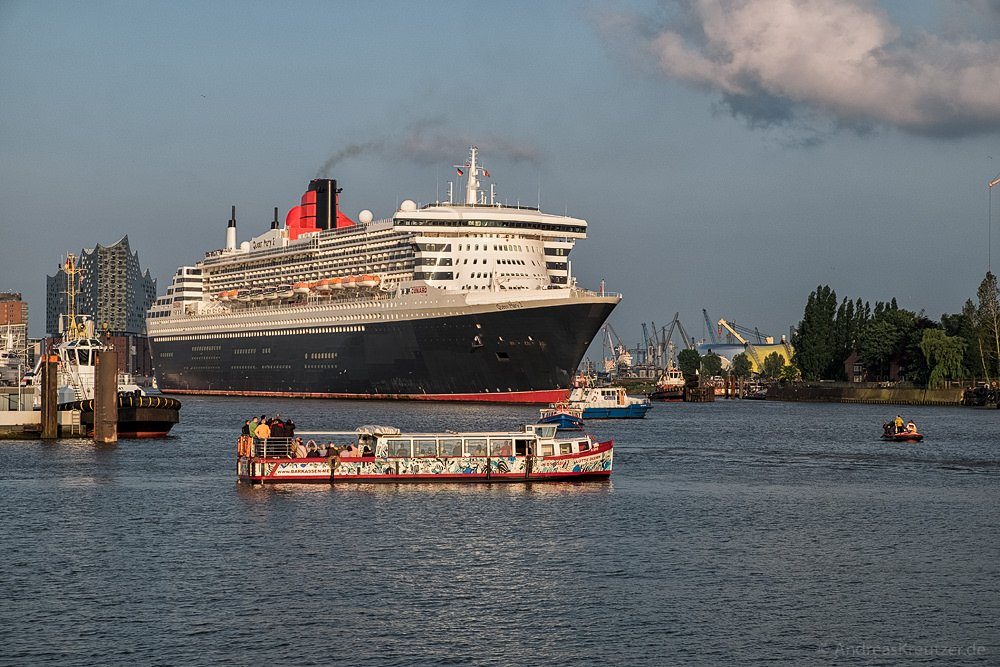 Queen Mary 2 beim Eindocken III