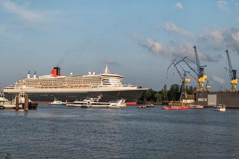 Queen Mary 2 beim Eindocken IV