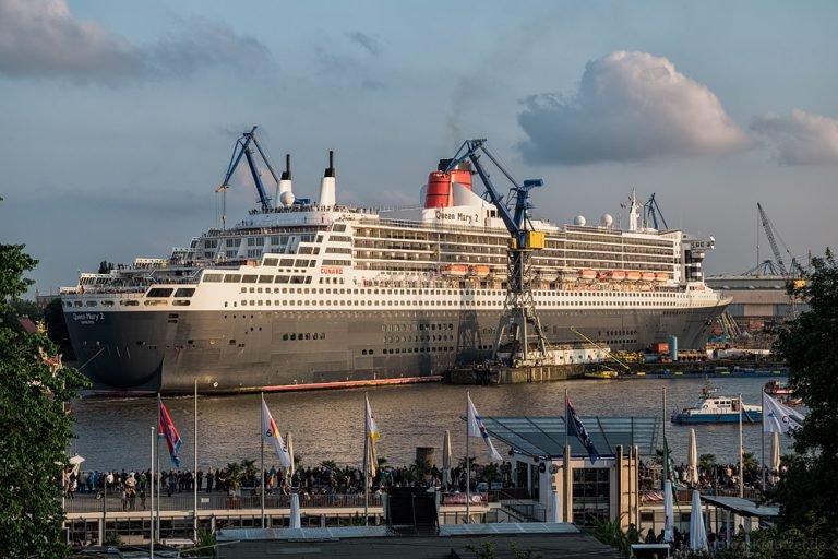 Queen Mary 2 beim Eindocken V