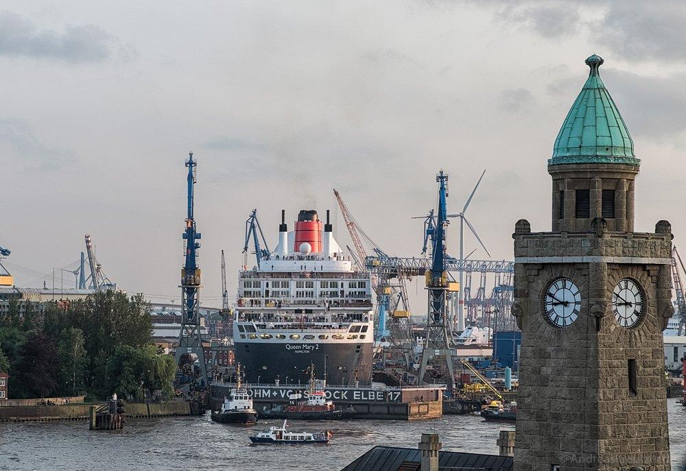 Queen Mary 2 beim Eindocken VII