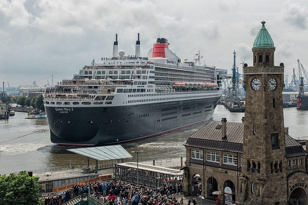 Ausdocken der Queen Mary 2 I