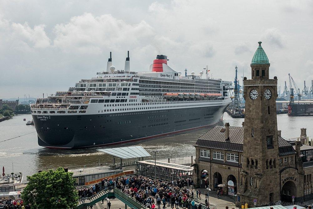 Ausdocken der Queen Mary 2 II