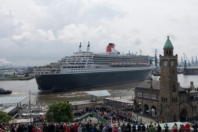 Ausdocken der Queen Mary 2 III