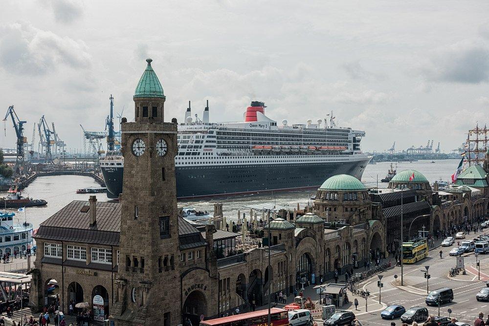 Ausdocken der Queen Mary 2 IV