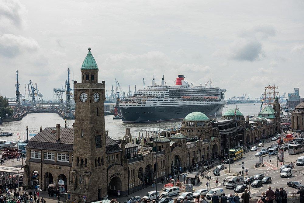 Ausdocken der Queen Mary 2 V