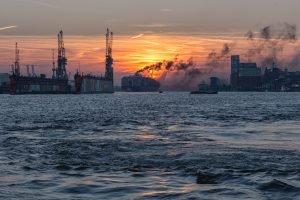 Rußwolke im Hamburger Hafen