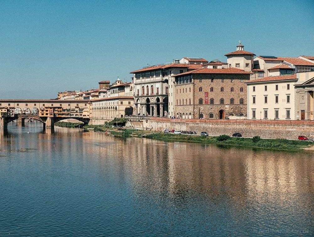 Blick von Ponte alle Grazie auf die Ponte Vecchio in Florenz