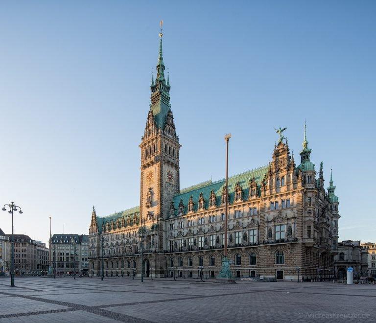 Hamburger Rathaus am Morgen
