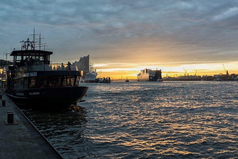 Morgens an den Landungsbrücken