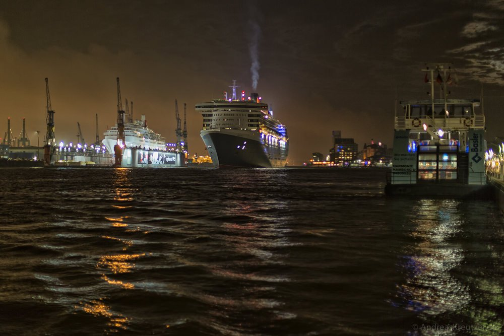 Queen Mary 2 061114
