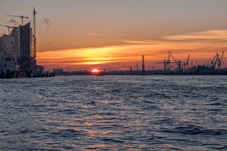Sonnenaufgang am Hafen 060215 II