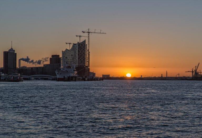 Sonnenaufgang am Hafen 080215