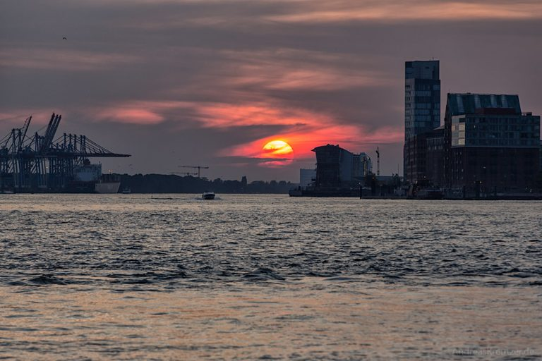 Sonnenuntergang am Hafen 0914