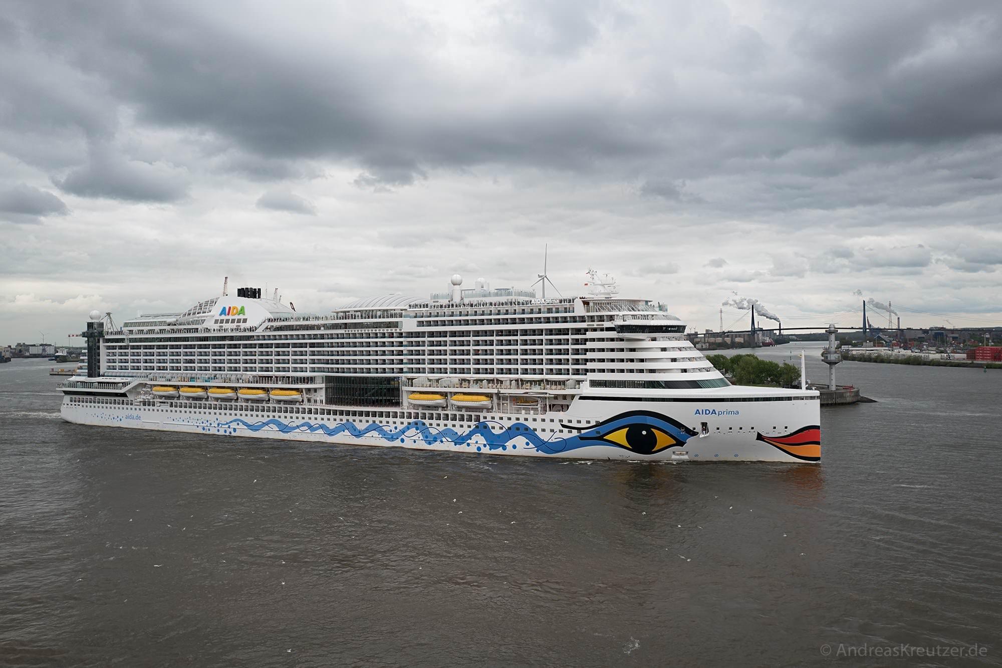 AIDAprima in Hamburg