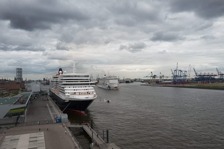 AIDAprima und Queen Elizabeth in Hamburg