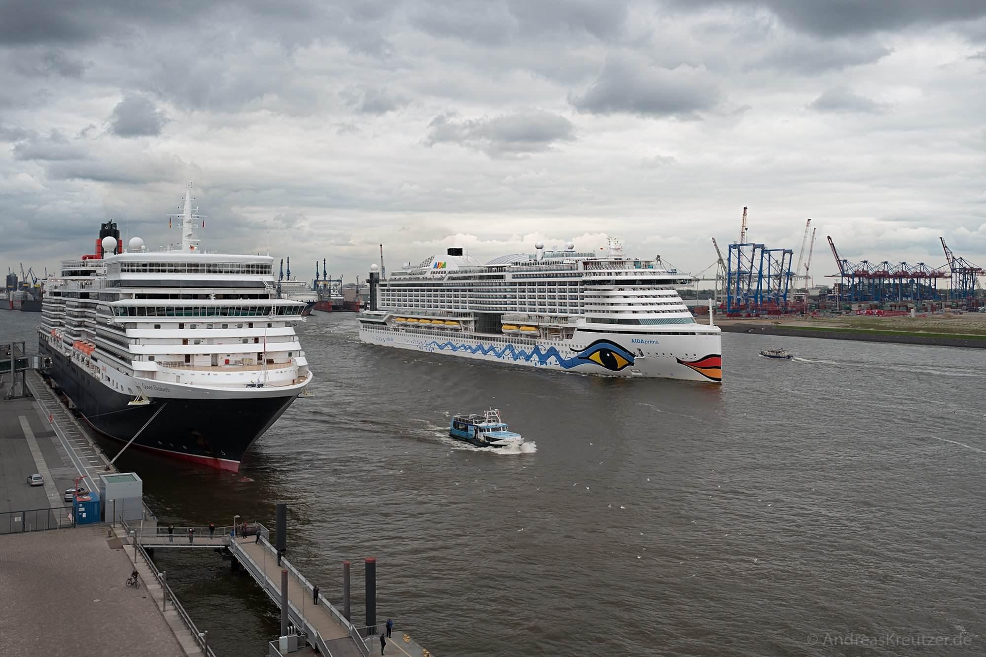 AIDAprima und Queen Elizabeth in Hamburg