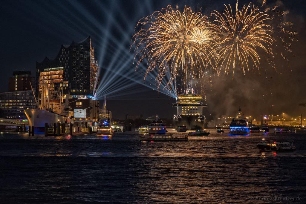Feuerwerk zur Taufe der Mein Schiff 6