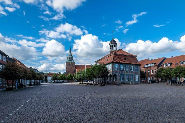 Markt in Boizenburg mit Rathaus