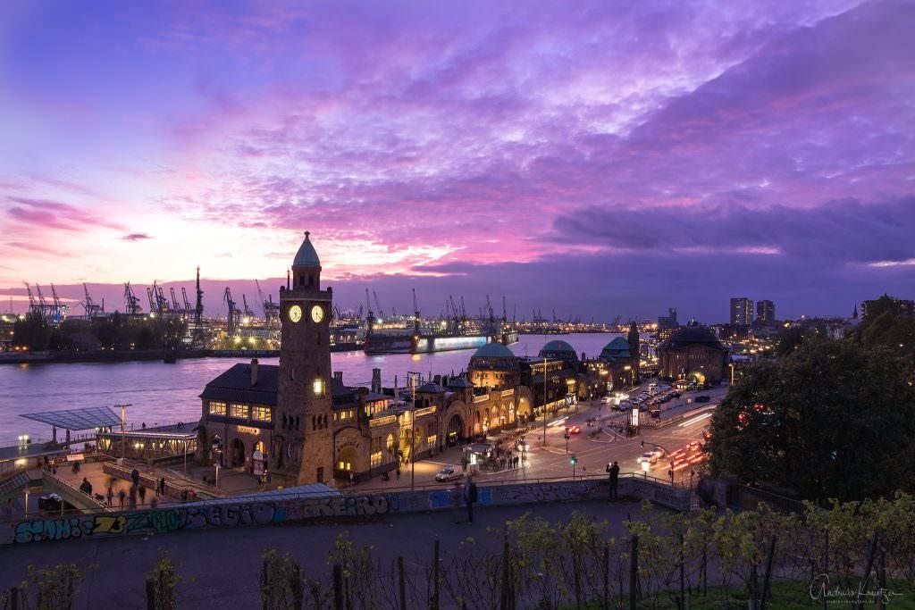 Lila Abendhimmel über dem Hamburger Hafen