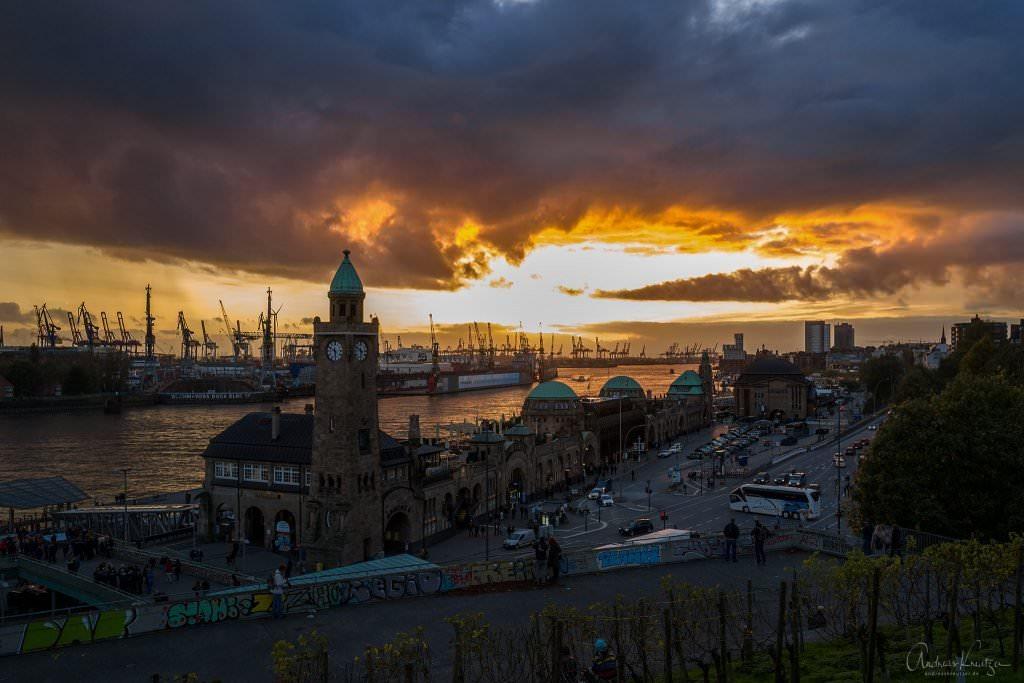 Sonnenuntergang an den Landungsbrücken