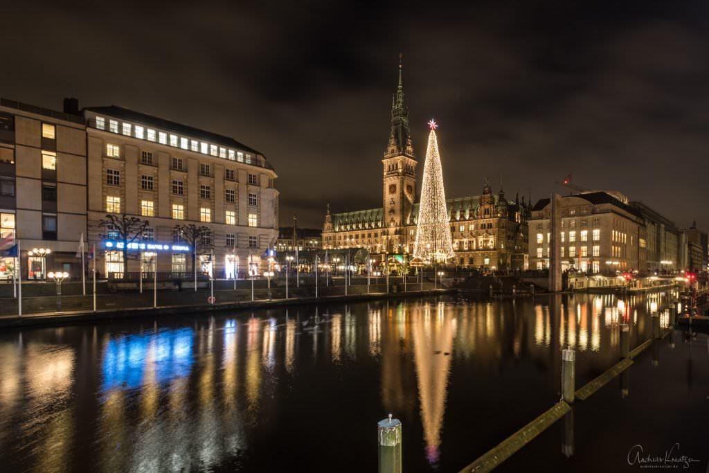Hamburger Rathaus zur Weihnachtszeit