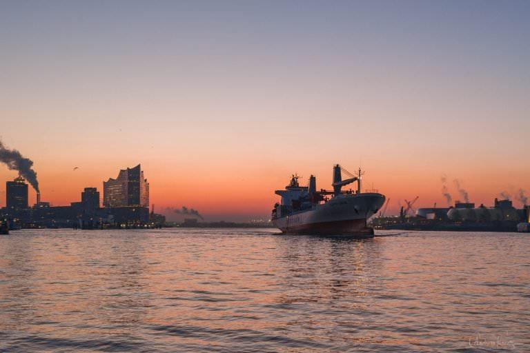 Hamburger Hafen am Morgen
