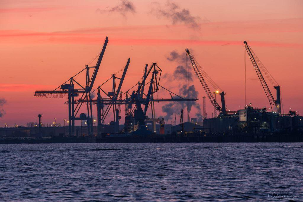 Sonnenaufgang am Hamburger Hafen