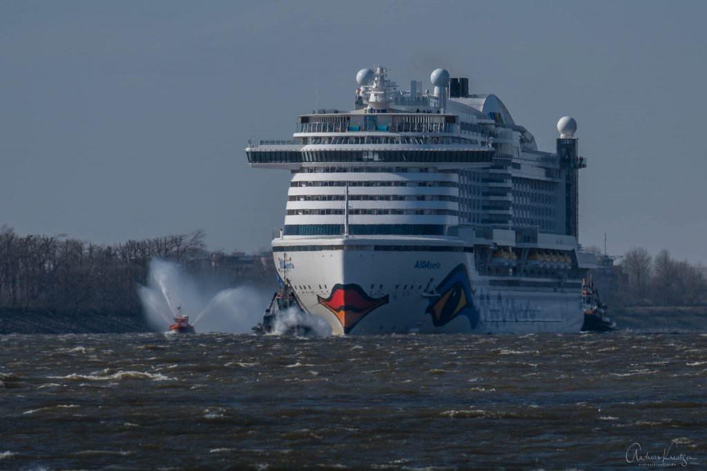AIDAperla Erstanlauf in Hamburg