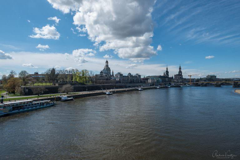Blick von der Carolabrücke auf Dresden