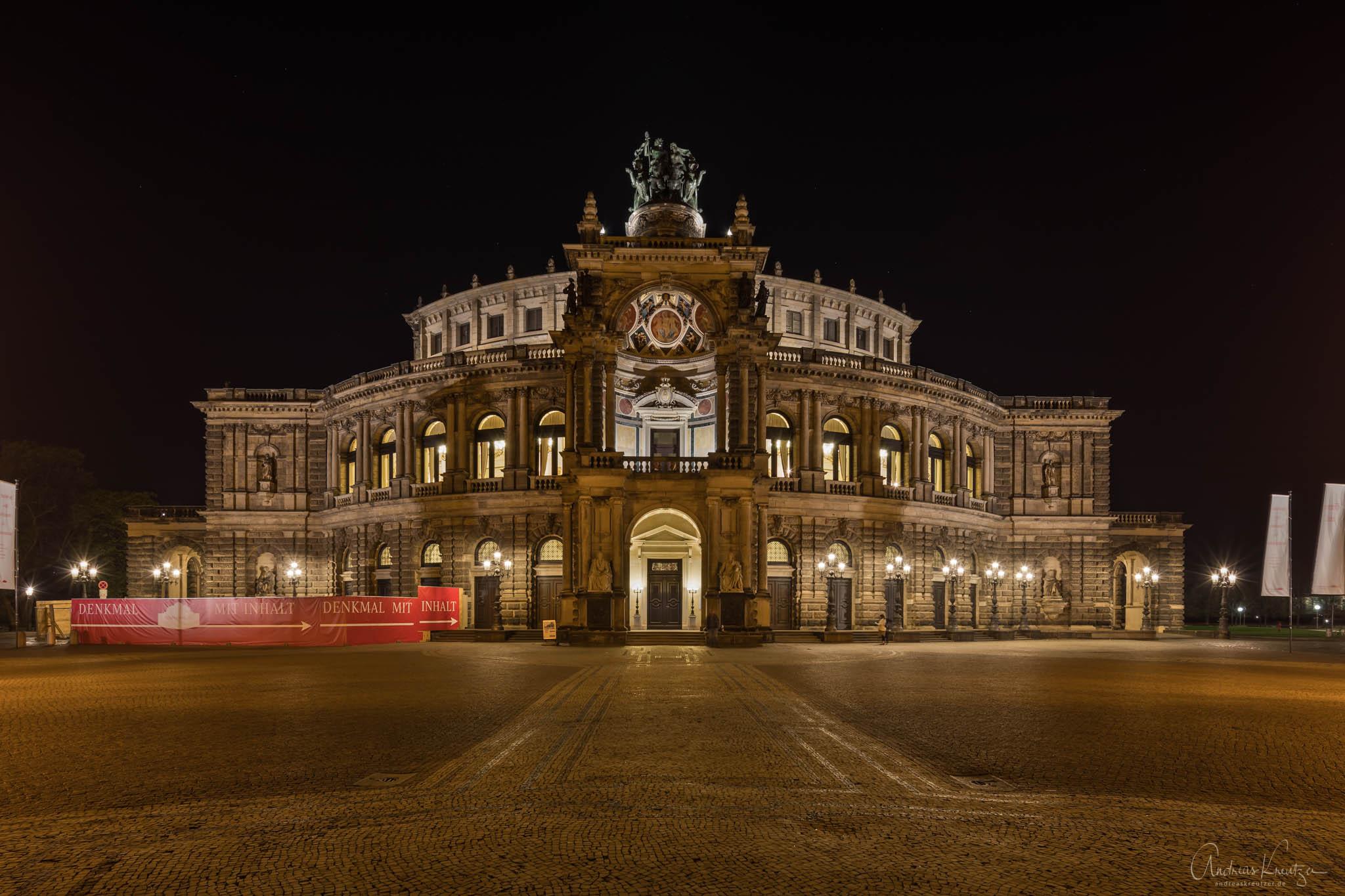 Dresdner Semperoper bei Nacht