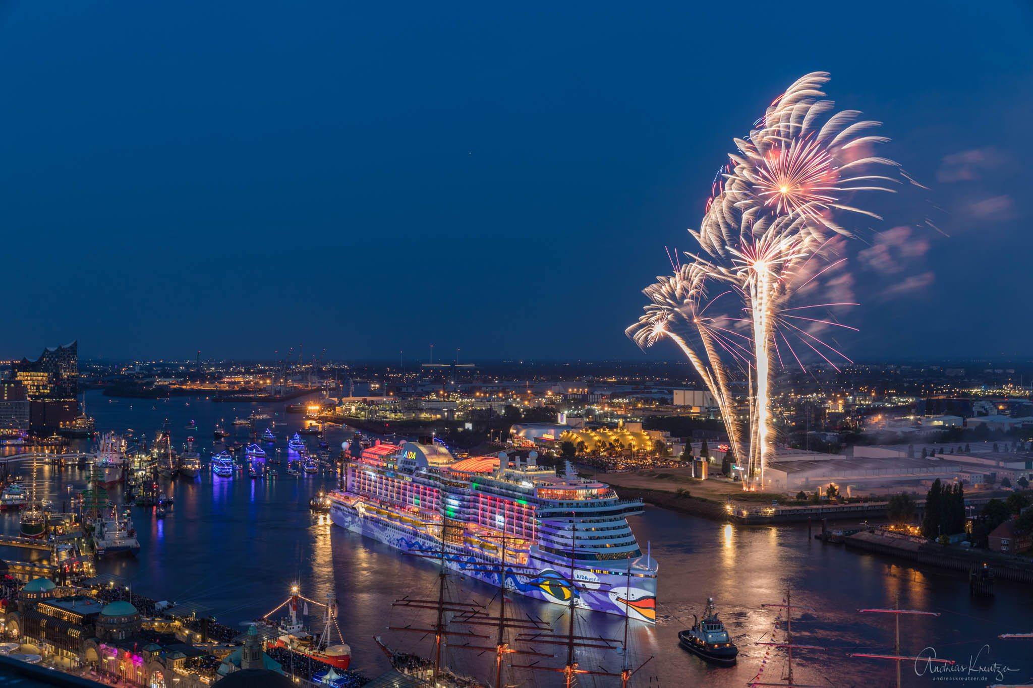 AIDA Feuerwerk zum 829. Hafengengeburtstag in Hamburg