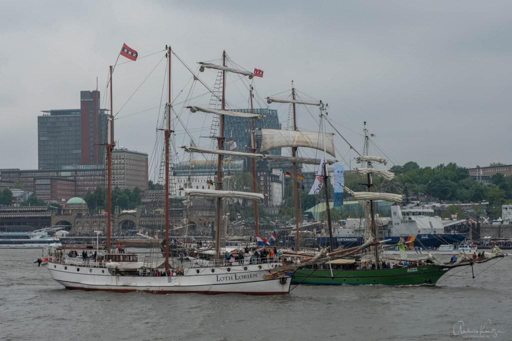 Einlaufparade vom 829. Hafengeburtstag