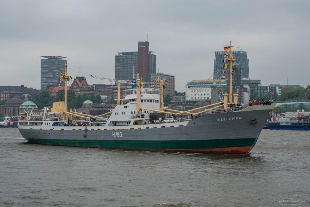 Einlaufparade vom 829. Hafengeburtstag - MS Bleichen
