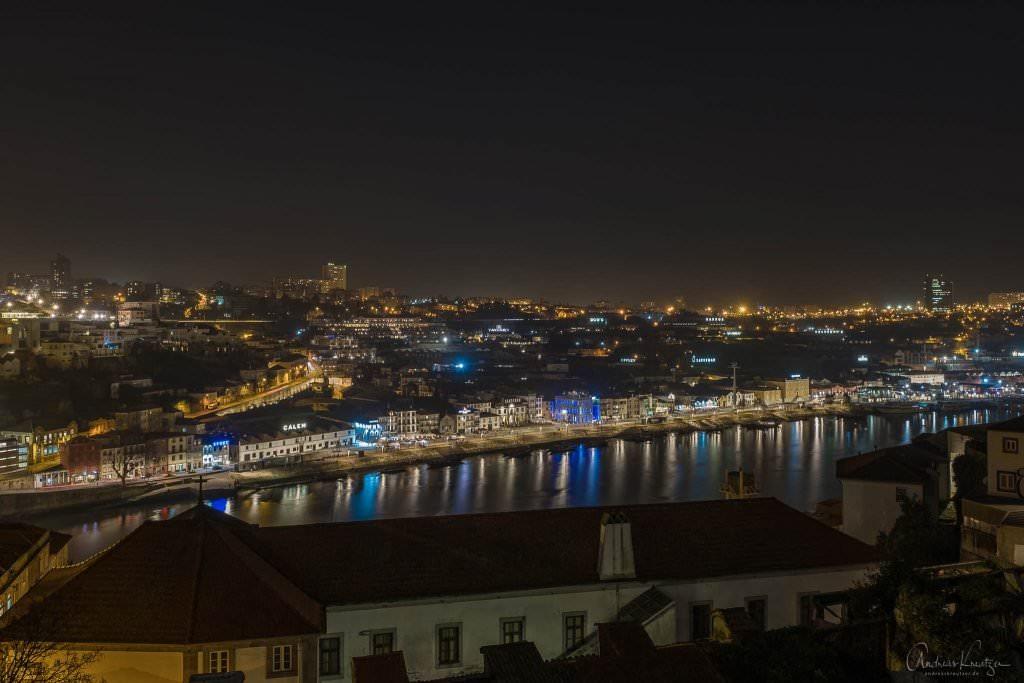 Nächtlicher Blick auf das Portwein Viertel