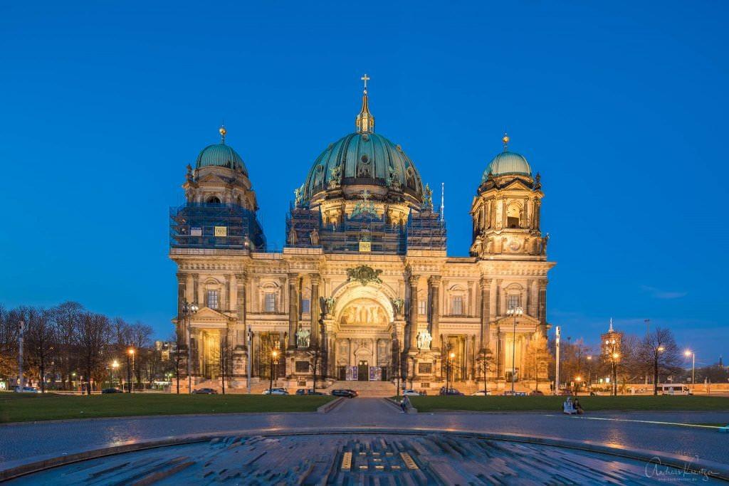 Berliner Dom zur blauen Stunde