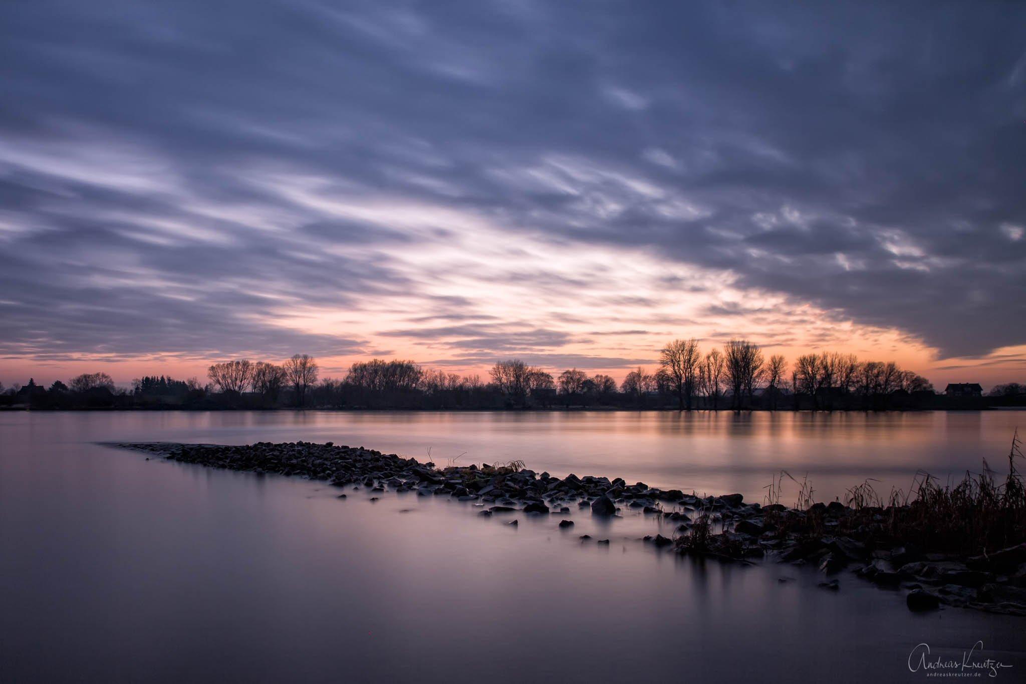 Abends an der Elbe