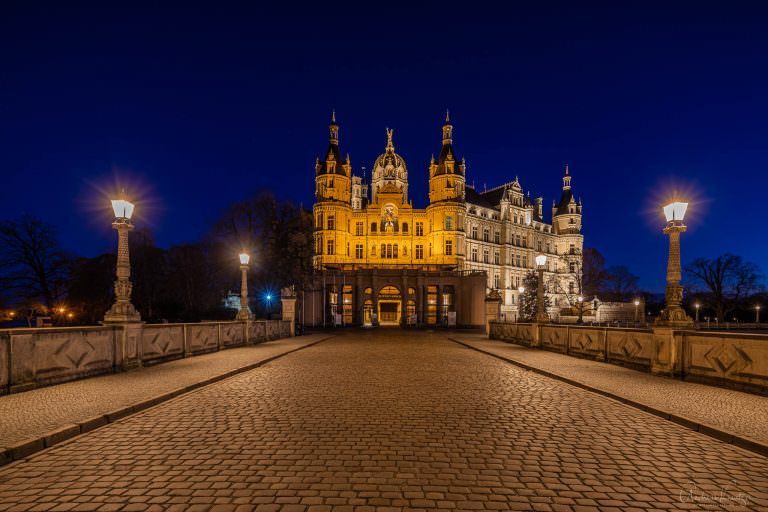 Schweriner Schloss zur blauen Stunde